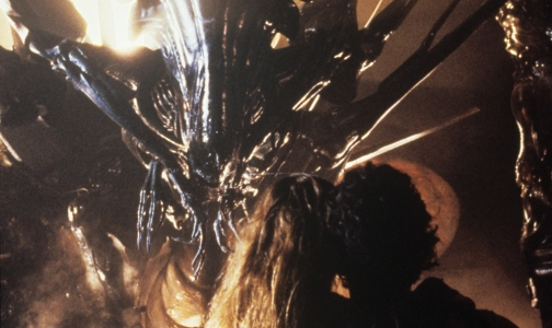 Sigourney Weaver and Carrie Henn face the Alien queen